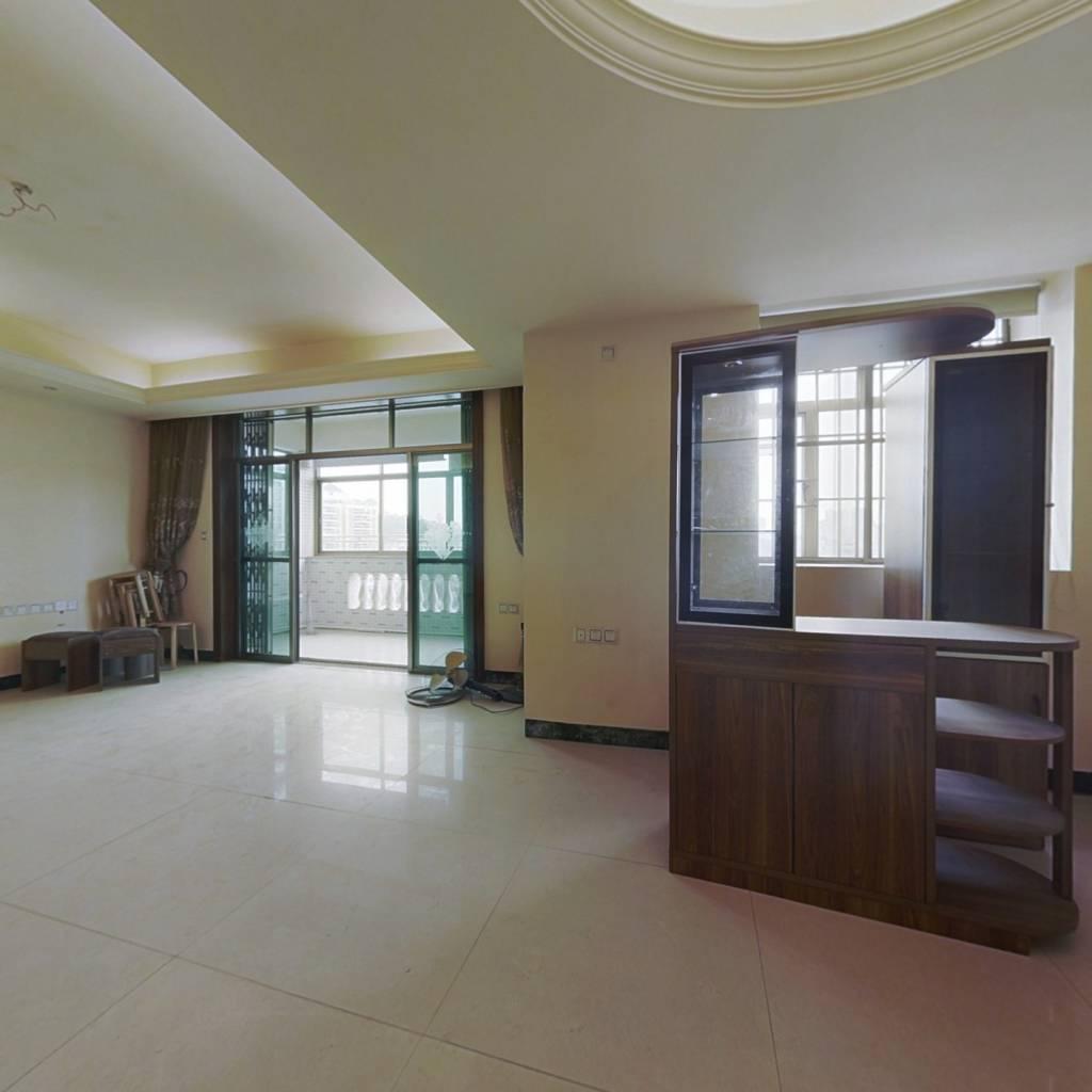 金田花园 4室2厅 230万