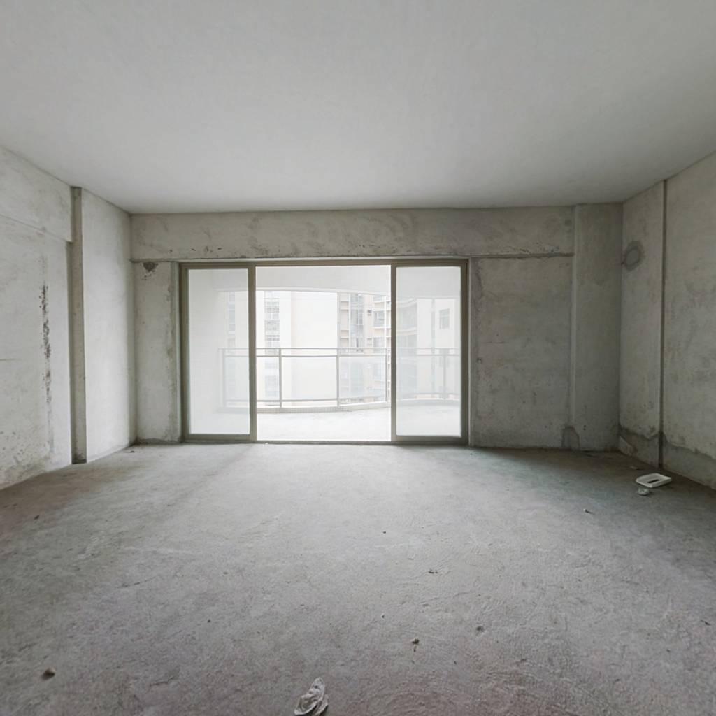高楼层视野宽阔采光佳,通风好,小区封闭式管理。