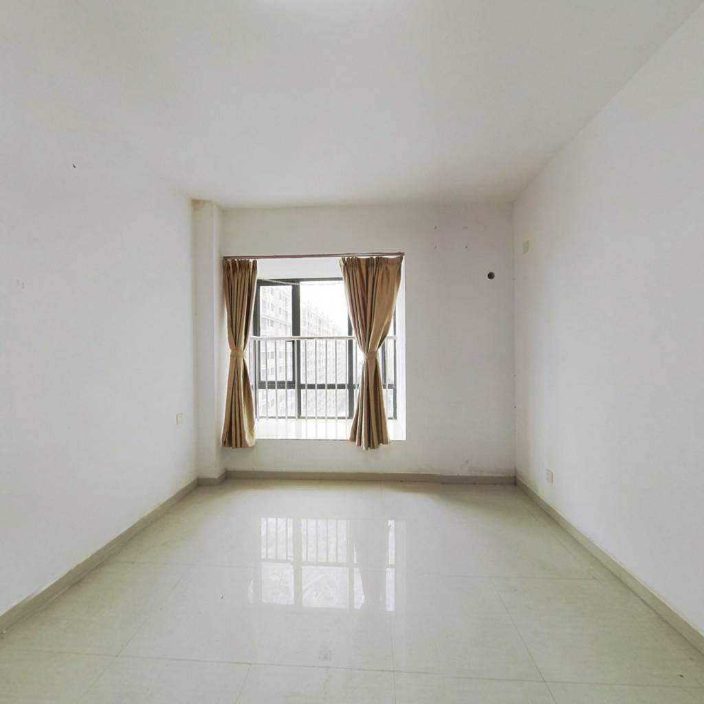 华南城商圈  精装一房一厅 楼层好 无欠款