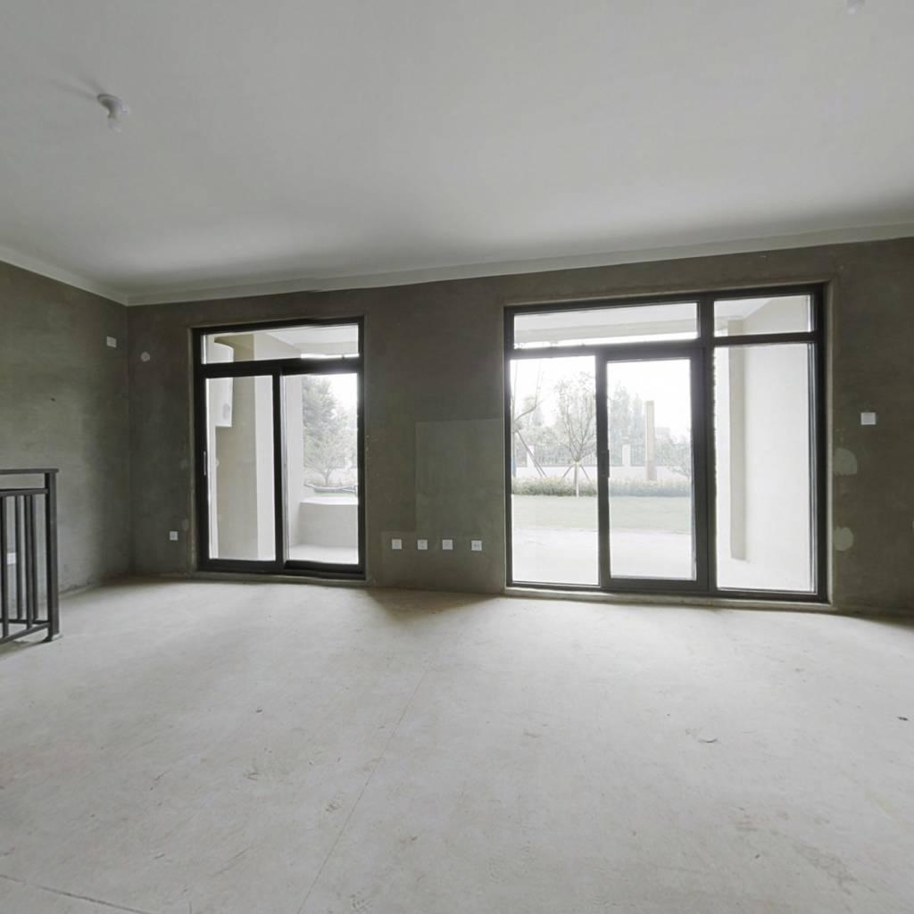银盛泰洋房1楼142平带院100平带负一172平。大开间客厅