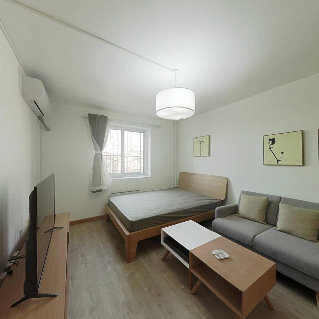 整租·大拐棒胡同 2室1厅 西卧室图