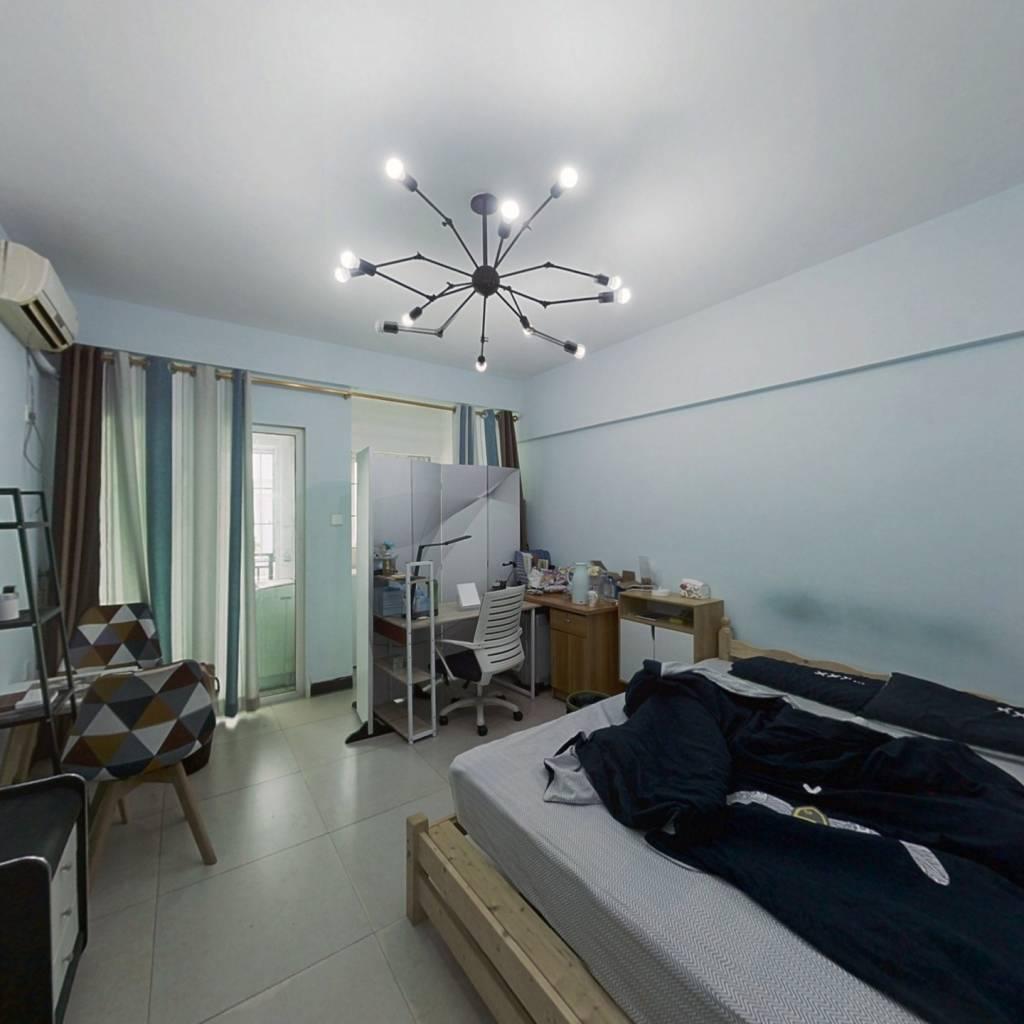 此房简装,业主急售,中楼层,环境优美