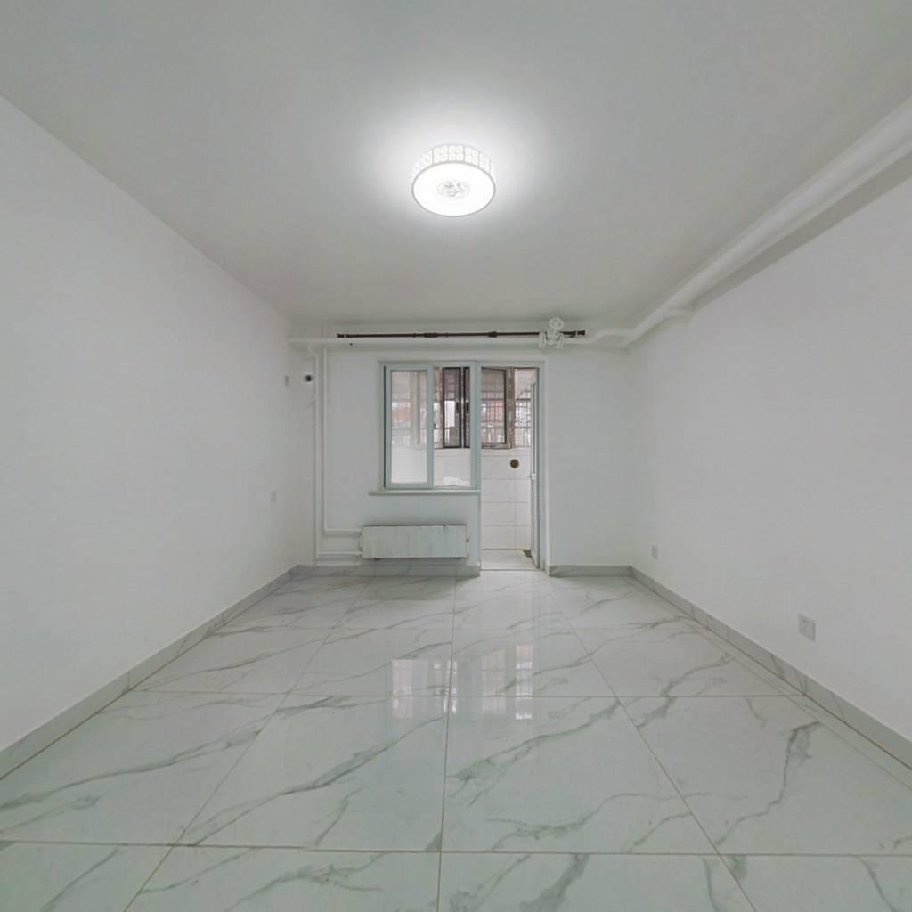 铁西半地下 南北两居室 精装修 满五年*