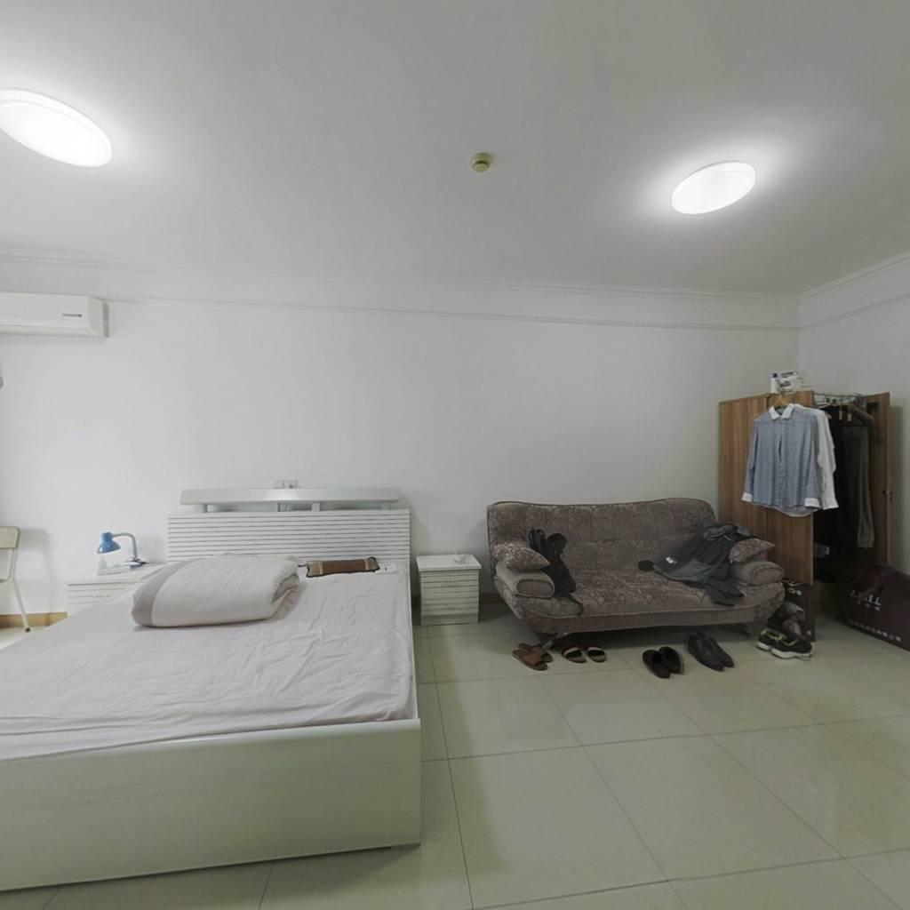 世贸公寓 精装修一室一厅75万