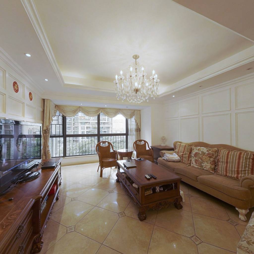 满五年红本在手 房屋干净 居住舒适 看房方便。