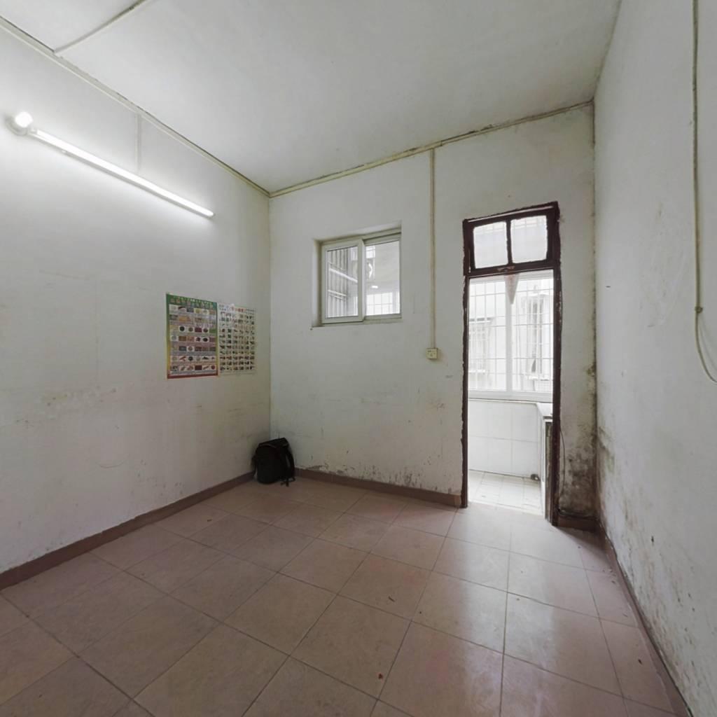 文华路 马赛克外墙 一房一厅 低总价