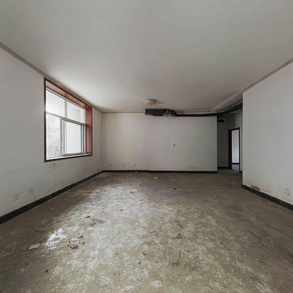 急售,洋房带院,大四室,交房未住,有钥匙