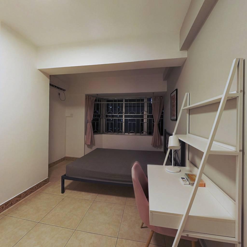 合租·天汇大厦 4室1厅 南卧室图