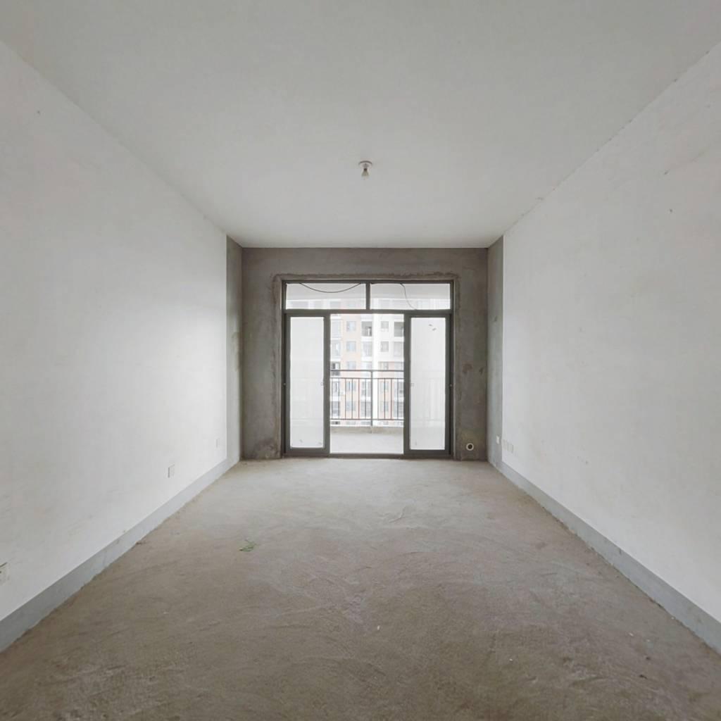 地铁口精装三房,南北通中间楼层采光好,随时看房