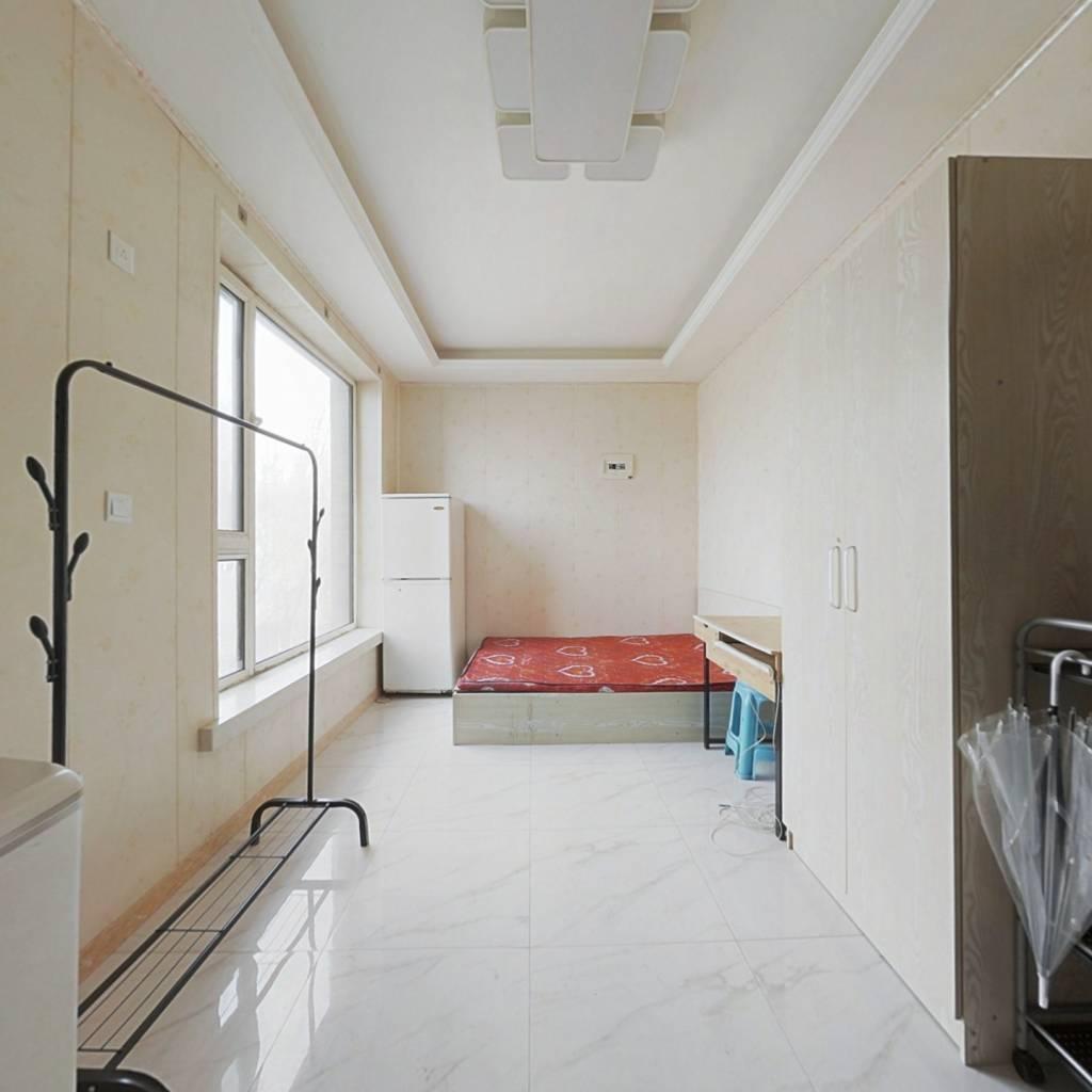新区柏林四季精装公寓拎包入住看房方便
