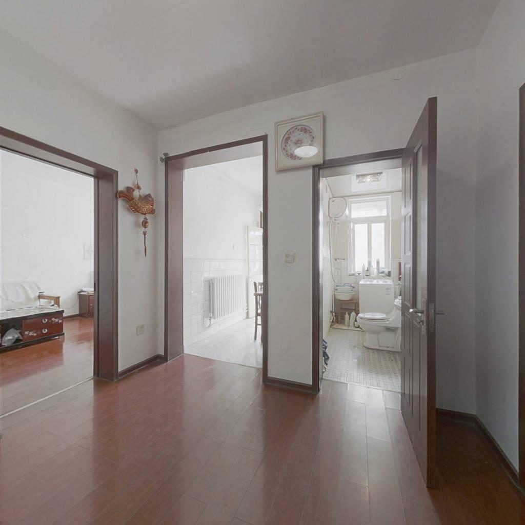 无影山路西街 单价低 精装修 带小房 两室朝阳可看房