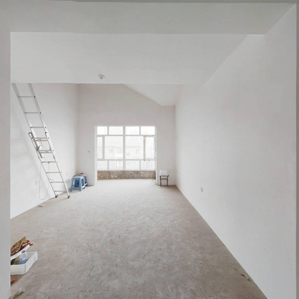 D铁住宅  世代龙城 3室2卫 随时看房