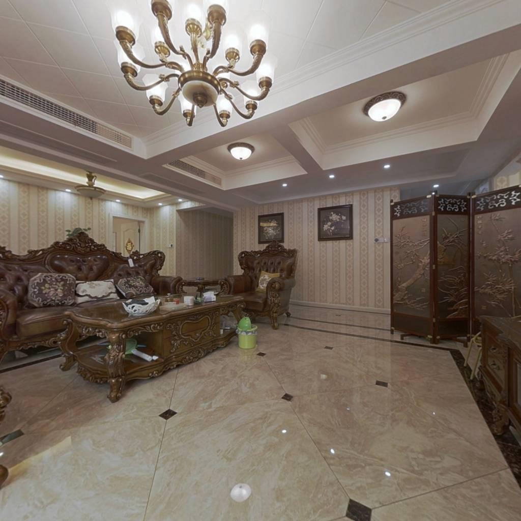 此房为精装修,一楼带前后大花园,带地暖,诚心出售!