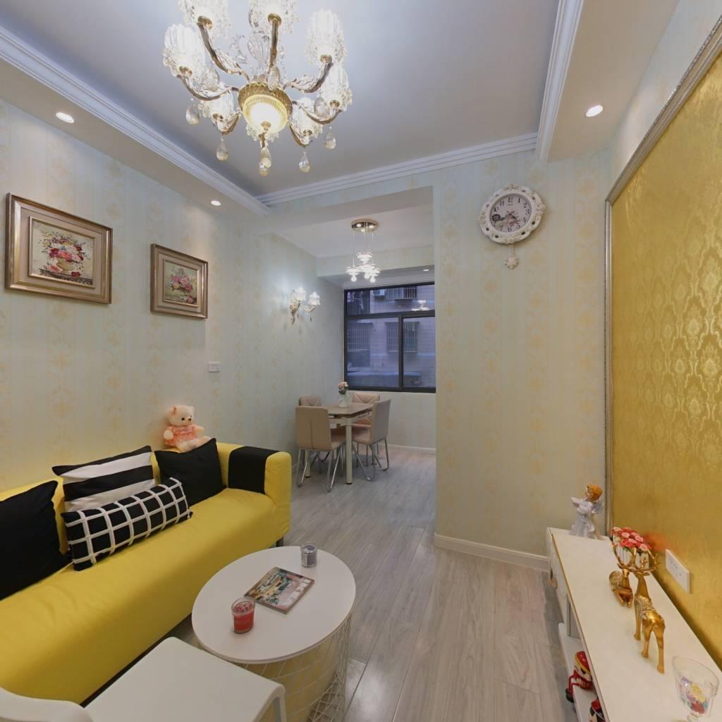 此房为低楼层,精装修,旁边生活配套措施齐全。