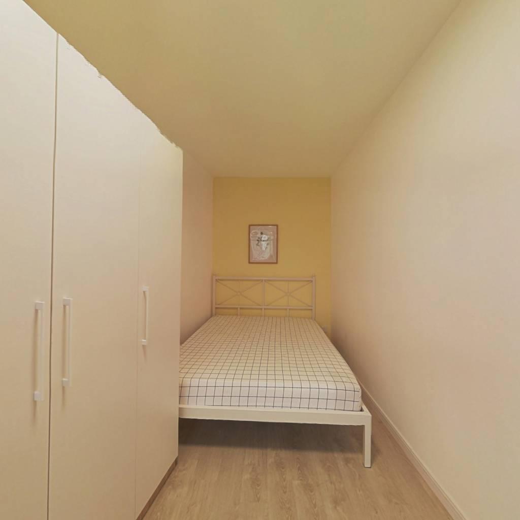 合租·维多利广场 3室1厅 南卧室图