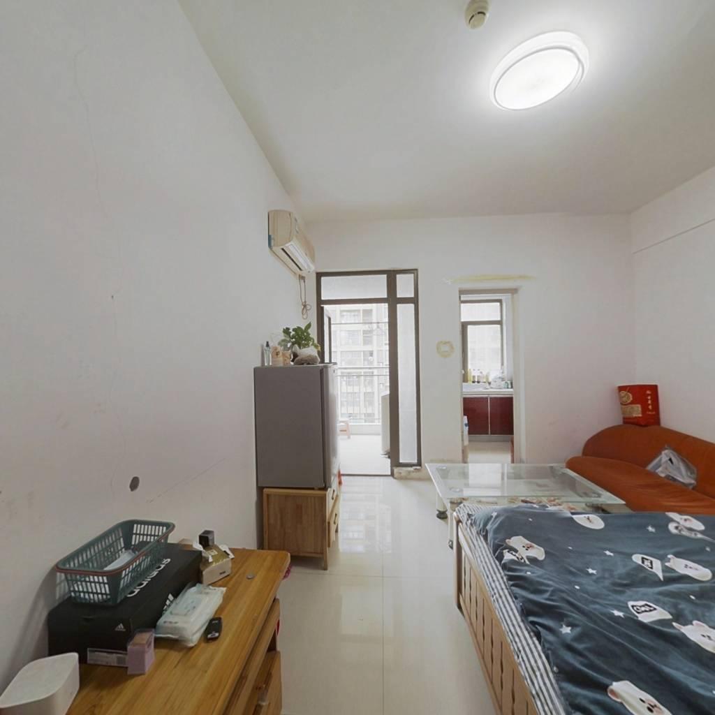 精装公寓一室一厅,高楼层,生活方便,配套齐全