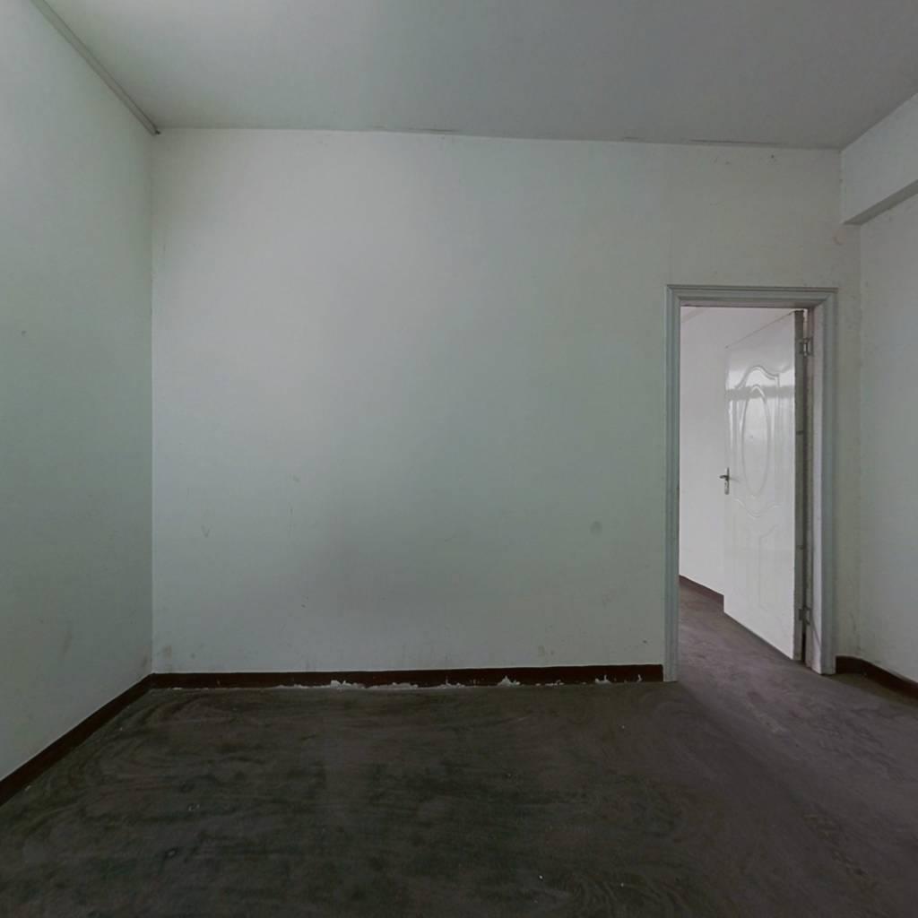 摩尔城 一   小旁边 毛坯 三房 证满 中间楼层 采光好