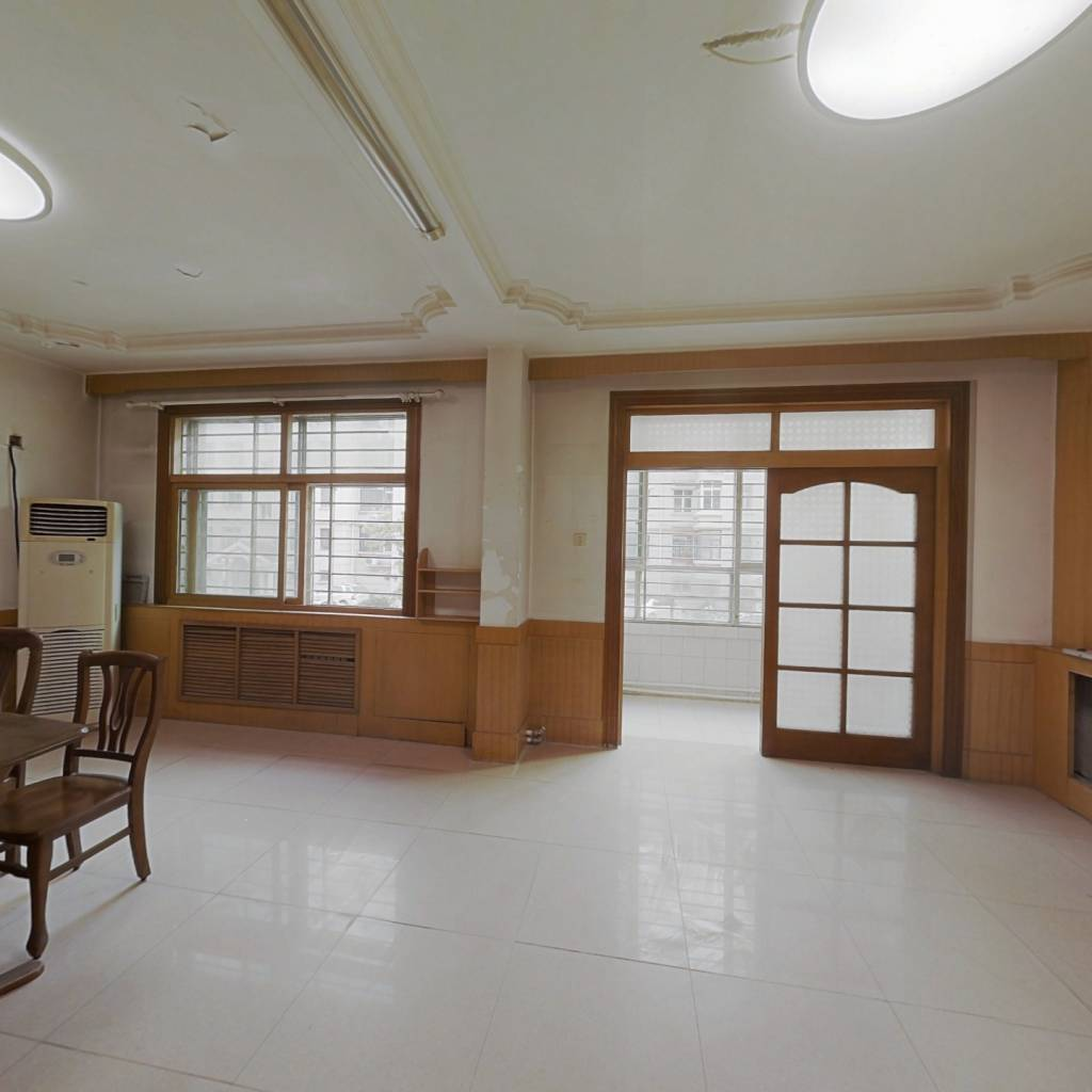 西区跃层4室2卫,采光充足,无遮挡,看房方便