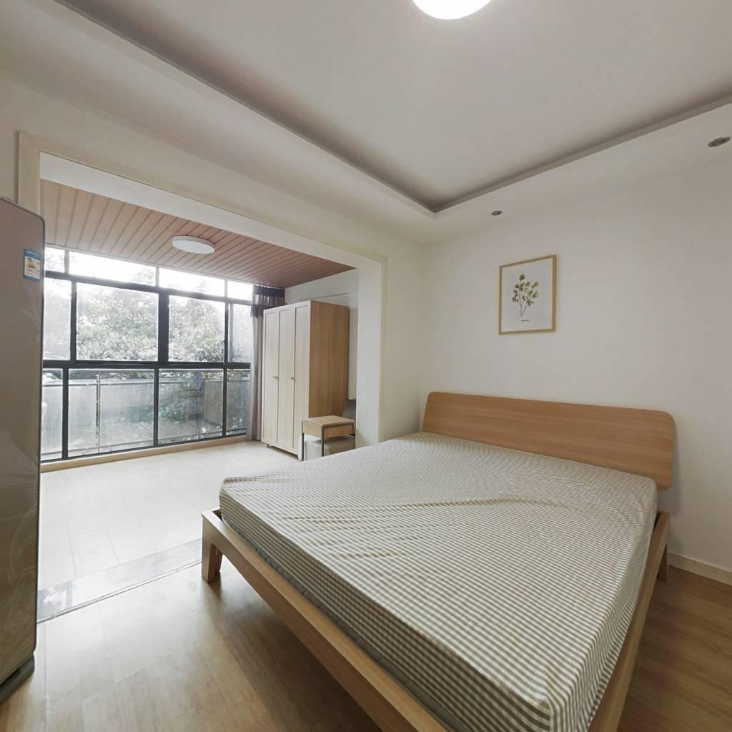 合租·蓝光凯丽香江 4室1厅 东北卧室图