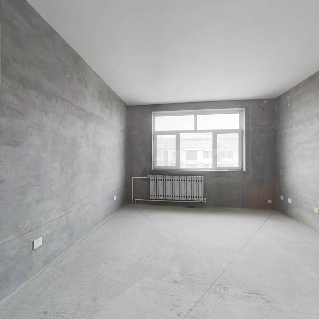 房子是圣井山财校区房,环境优美,居住舒适