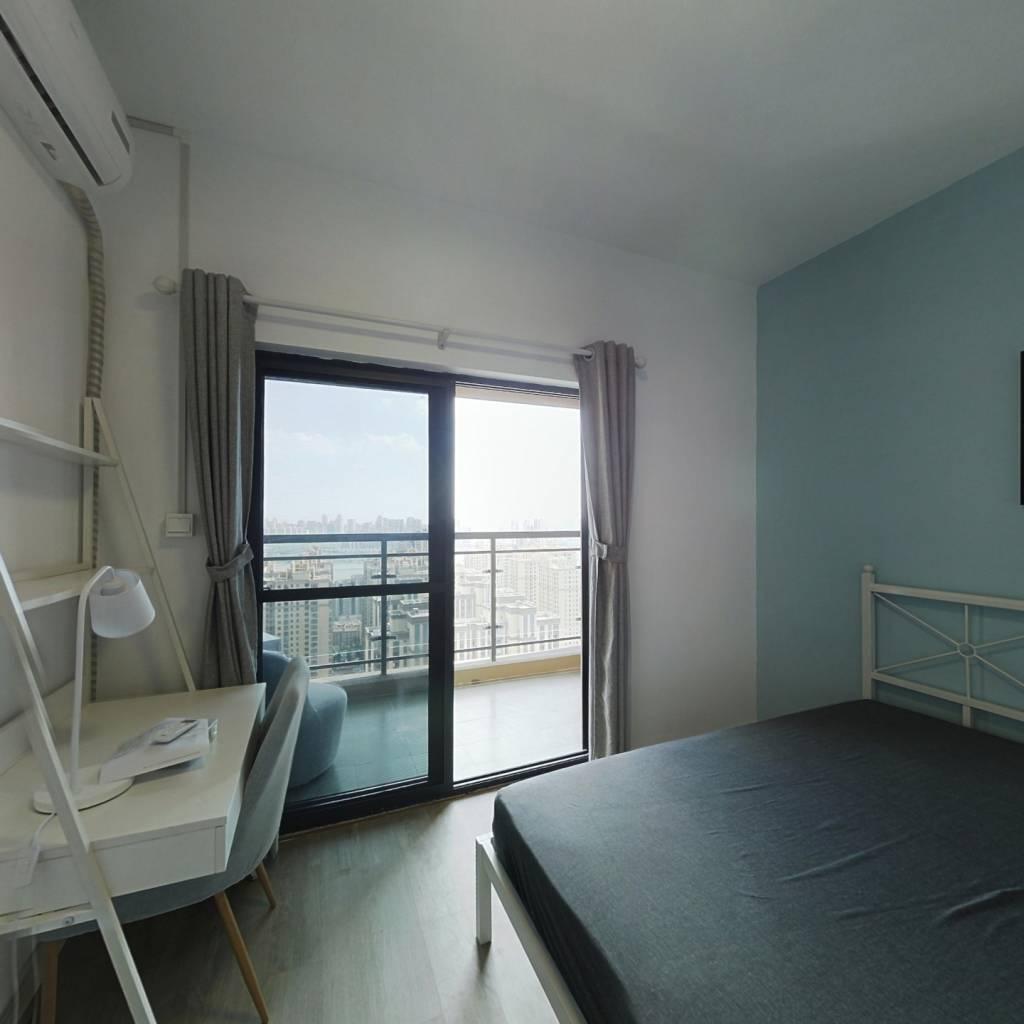 合租·钰龙湾景园 4室1厅 东卧室图
