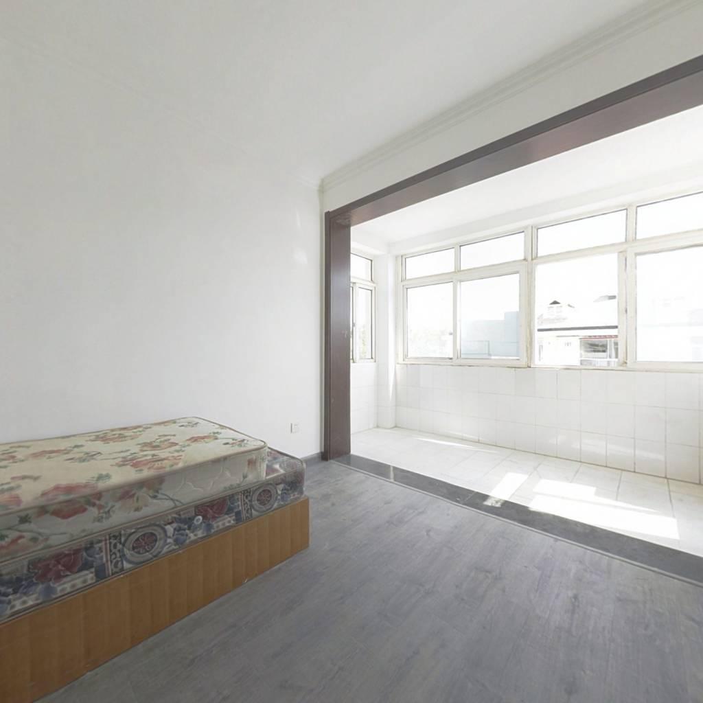 三室 精装修 三南卧 采光好  过五年 看房方便