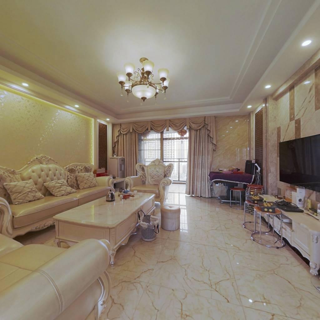 真正的南向通透,客厅宽敞,明亮。主次卧室分离