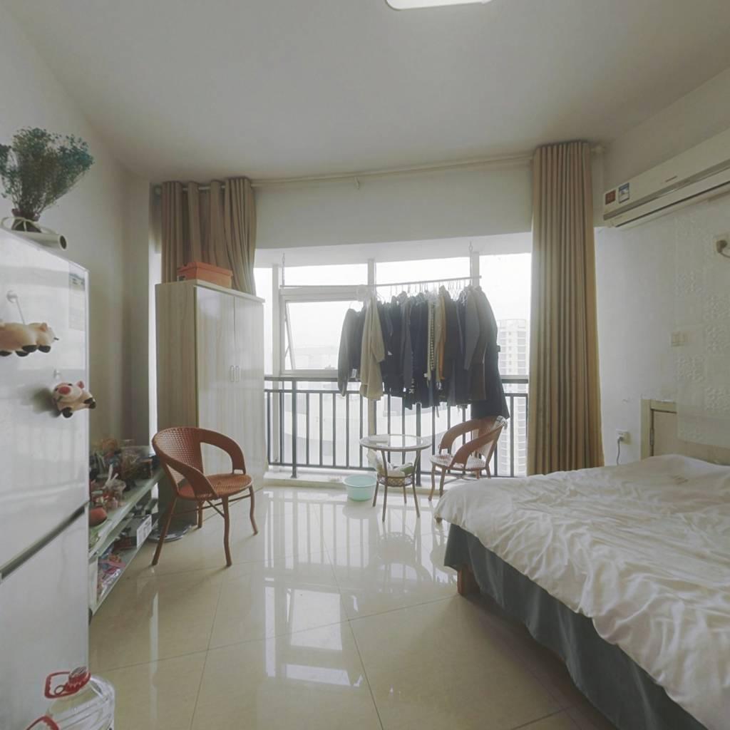 户型很好 价格也很实惠 房子的空间大 绿化面积广