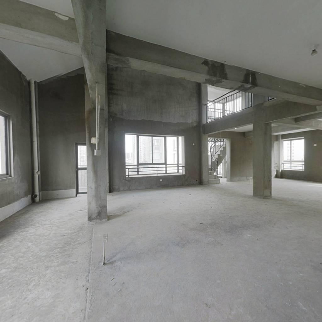 上街地铁口顶楼复式,空中别墅,满五唯一无欠款,诚售