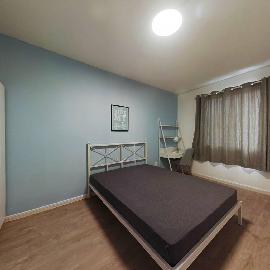 合租·华新巷小区 3室1厅 西卧室图