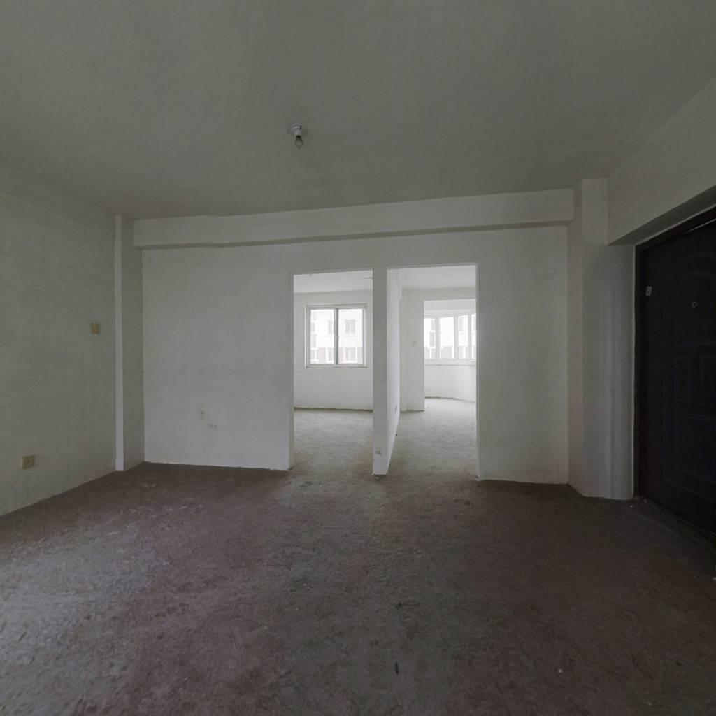 凤凰国际,三楼78平毛坯,南向客厅,南向主卧.