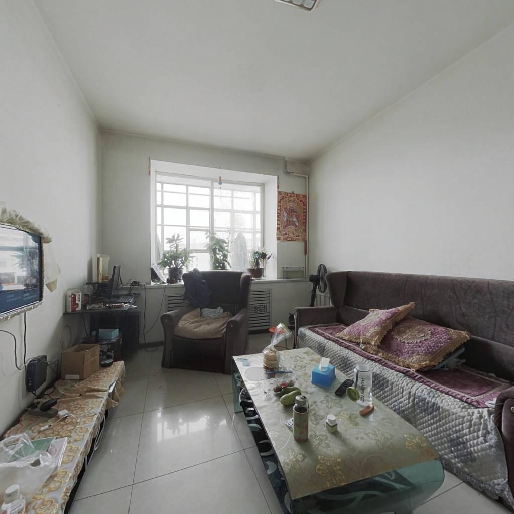 此房是东西通透,楼层好,采光好,老式装修