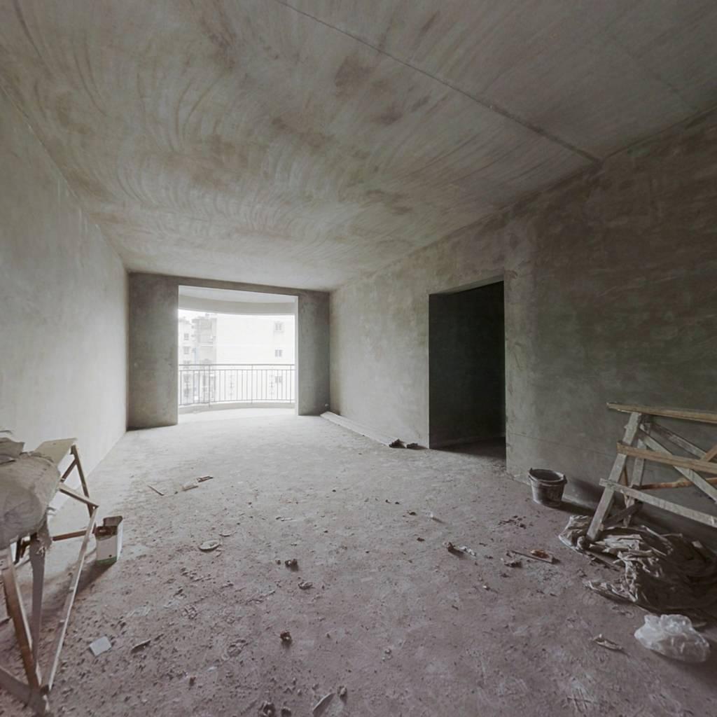 免电梯费,享受花园洋房的待遇,阳台大,客厅方正