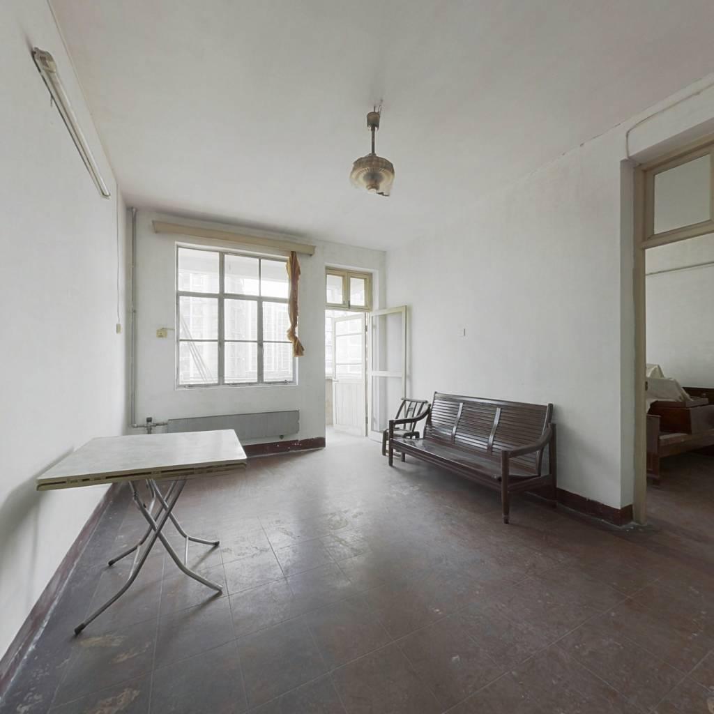 此房产证满两年一梯两户精装中间楼层采光佳。