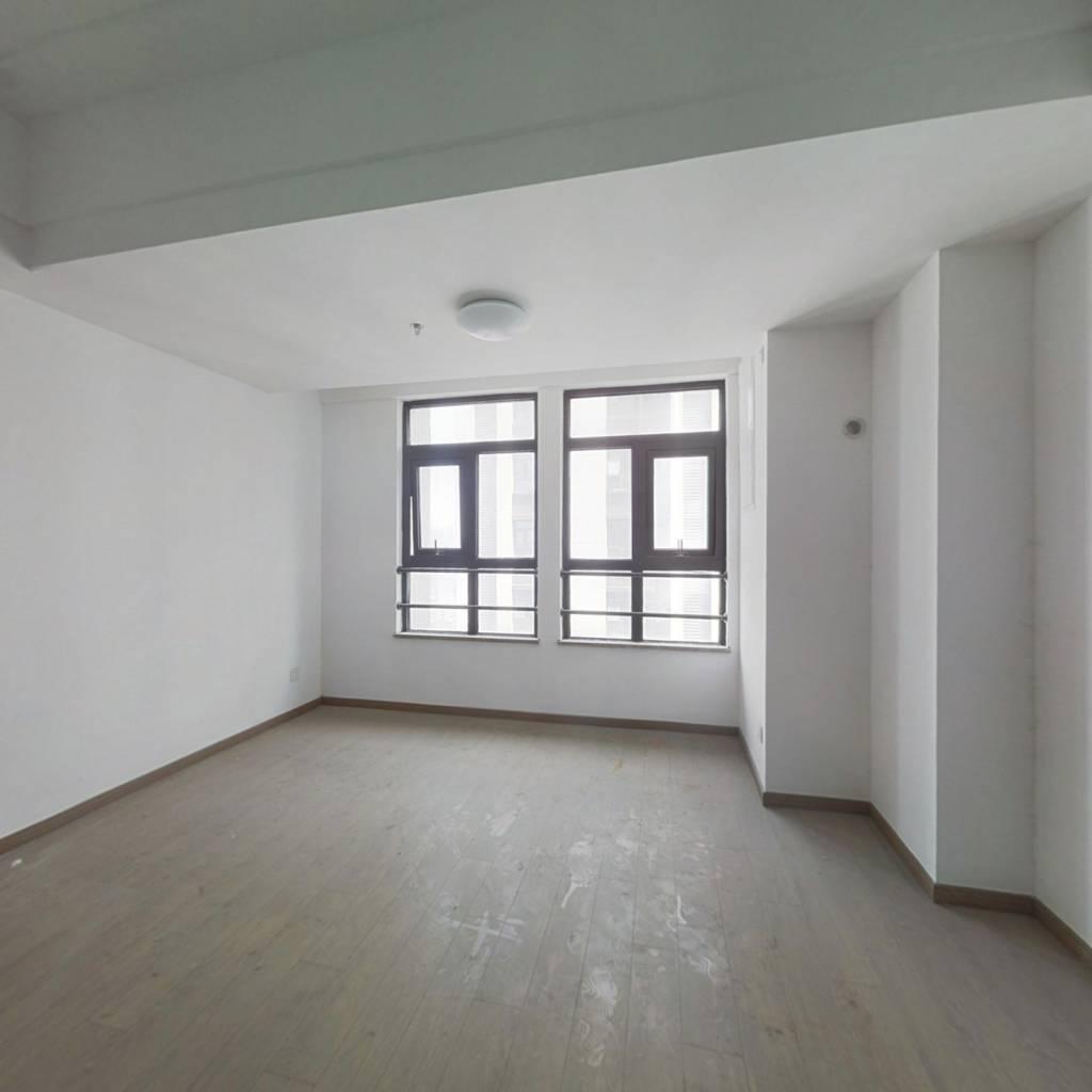 品质公寓  繁华商圈 交通便利 精装入住