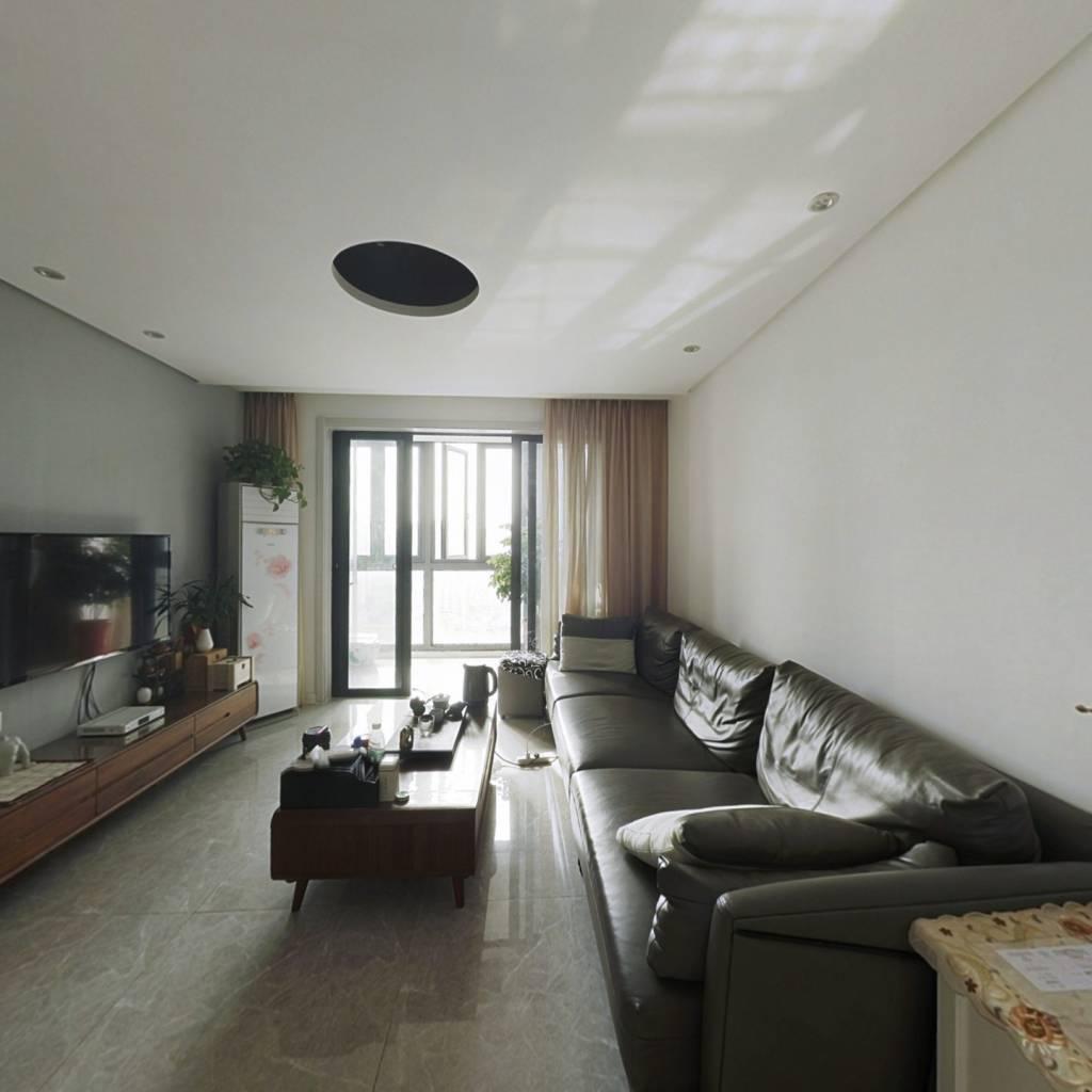 潇邦东区精装边户  4个房间实际使用面积很大   诚售