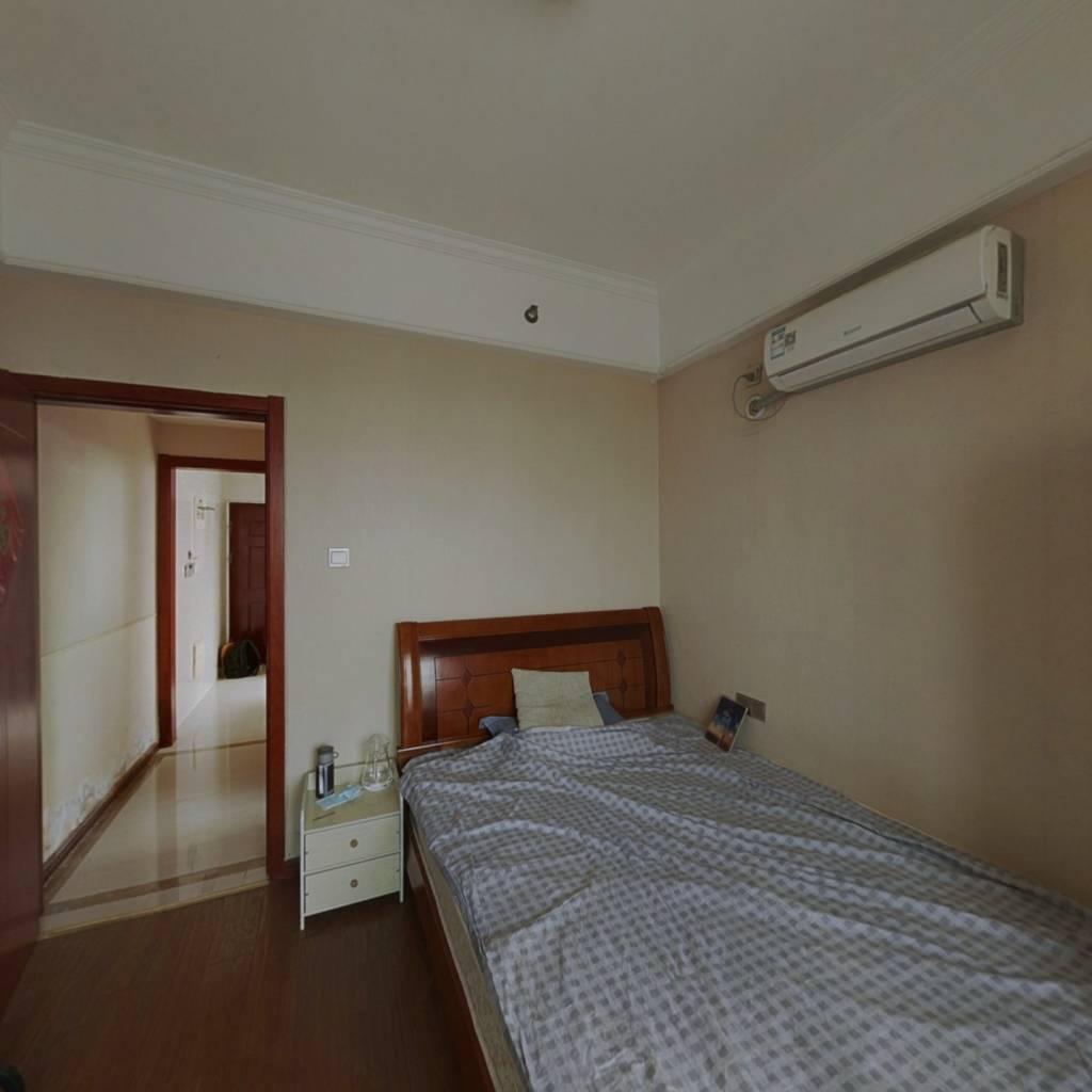 梦想公寓 一室一厅 简装 拎包入住