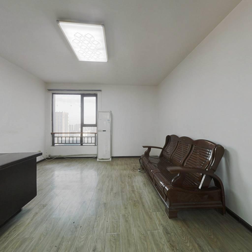 慢城北区精装三室,南北通透,满二,临地铁,临公园