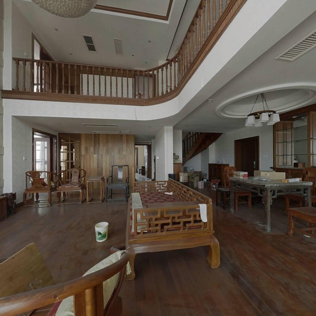 空中大别墅,精装修,红木家具,急卖中。