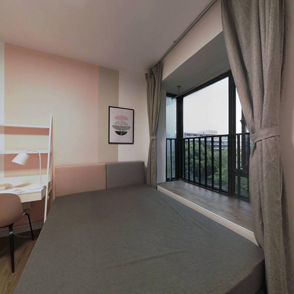 合租·金盛曼城 4室1厅 东卧室图