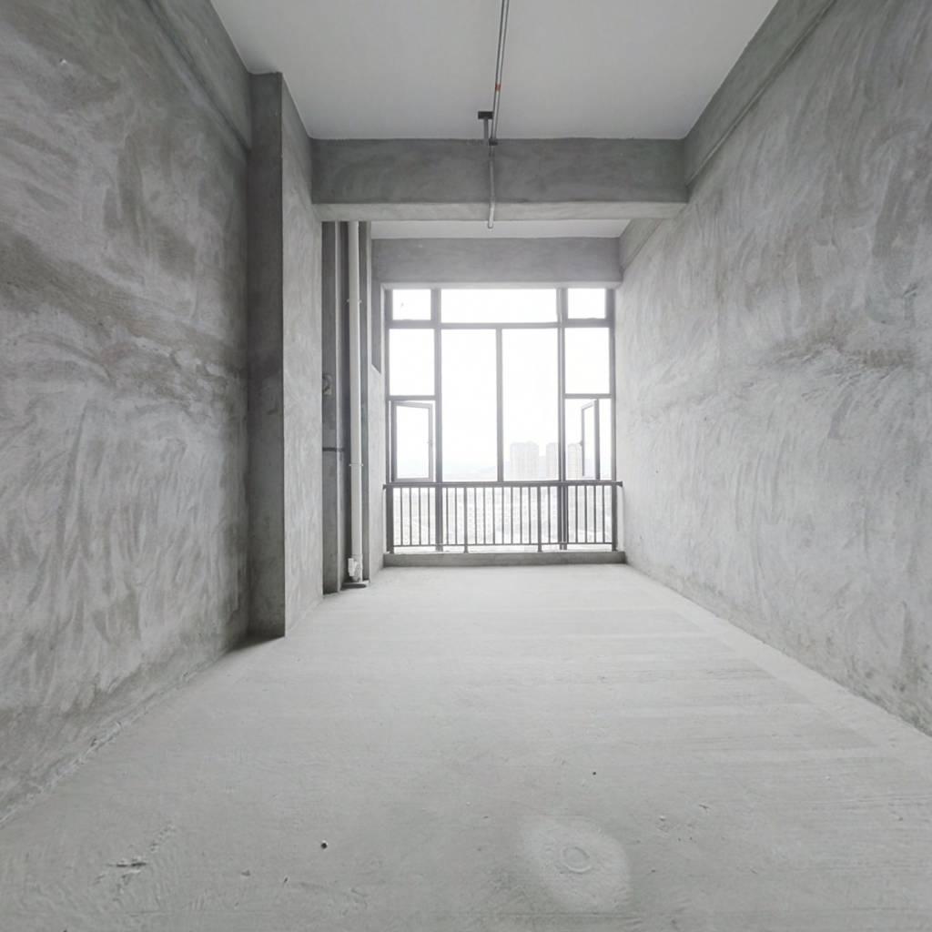 此房江景房,两边落地大窗,户型方正 诚心出售