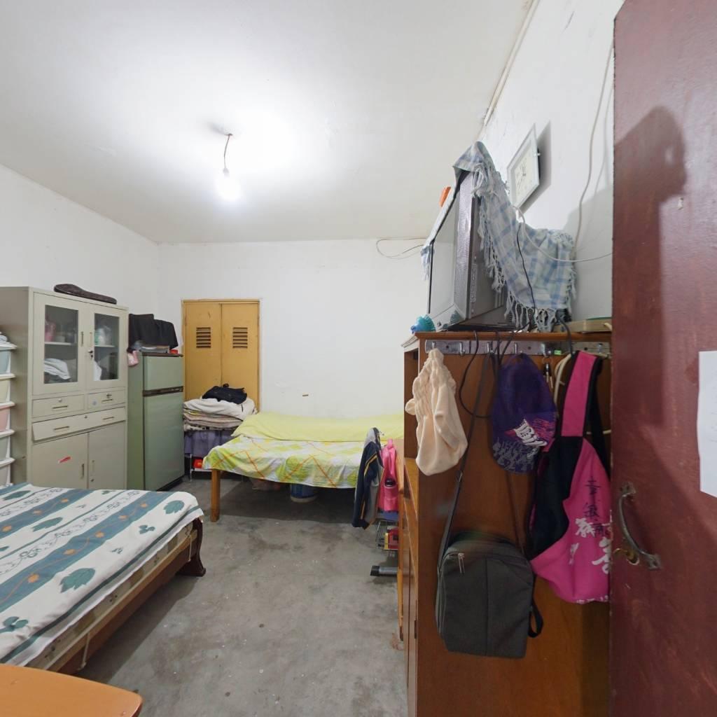 低总价一楼的一房,房东诚心出售,近地铁