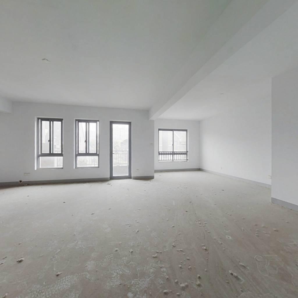 好位置,多层电梯洋房,中间楼层,三开间朝南户型。