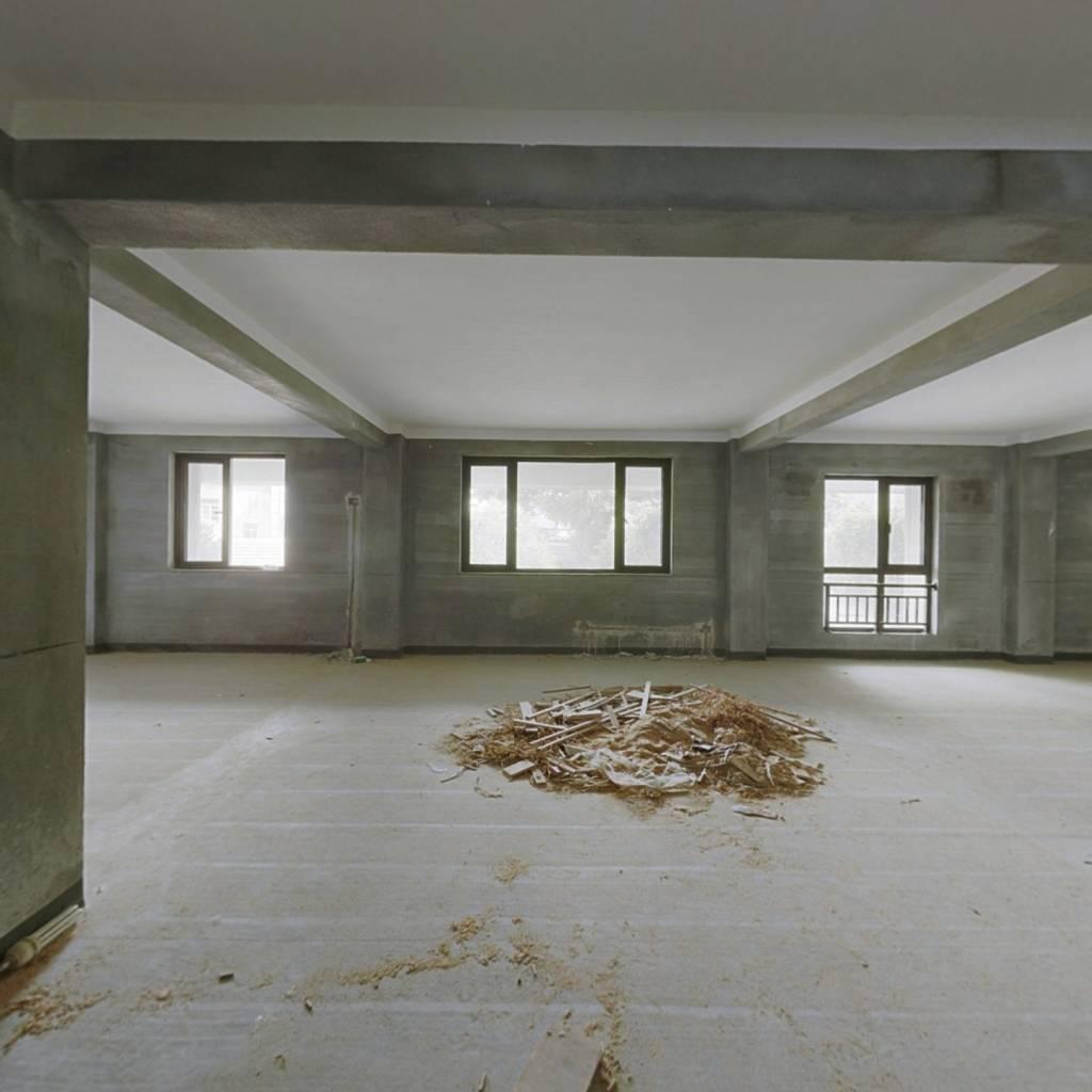 房子楼层好,毛呸,小区环境好,楼栋地理位置好。