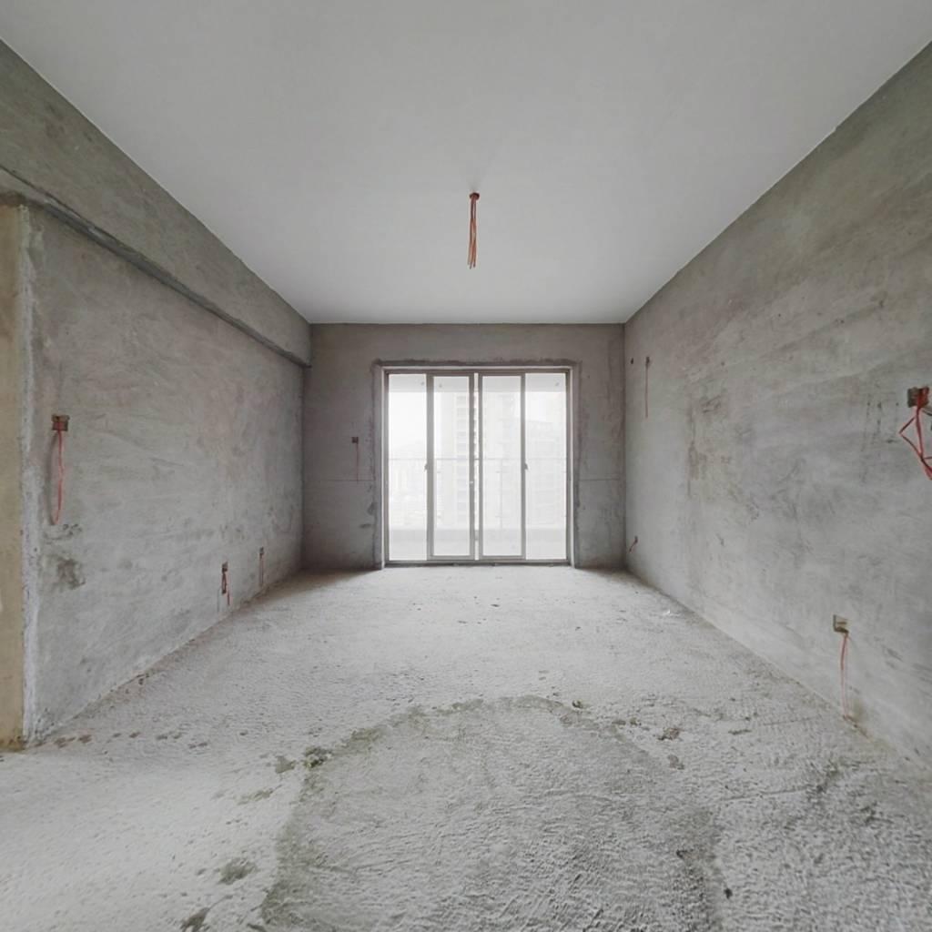 此房临深 满二 毛坯 中间楼层 通风好 配套成熟
