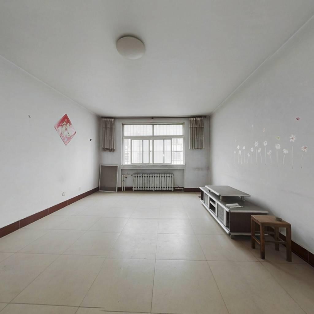 市政供暖 位置好  楼层好 证过五 三室两厅  公摊小