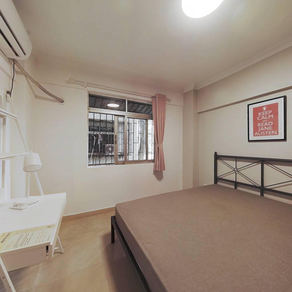 合租·凯丽花园 4室1厅 南卧室图