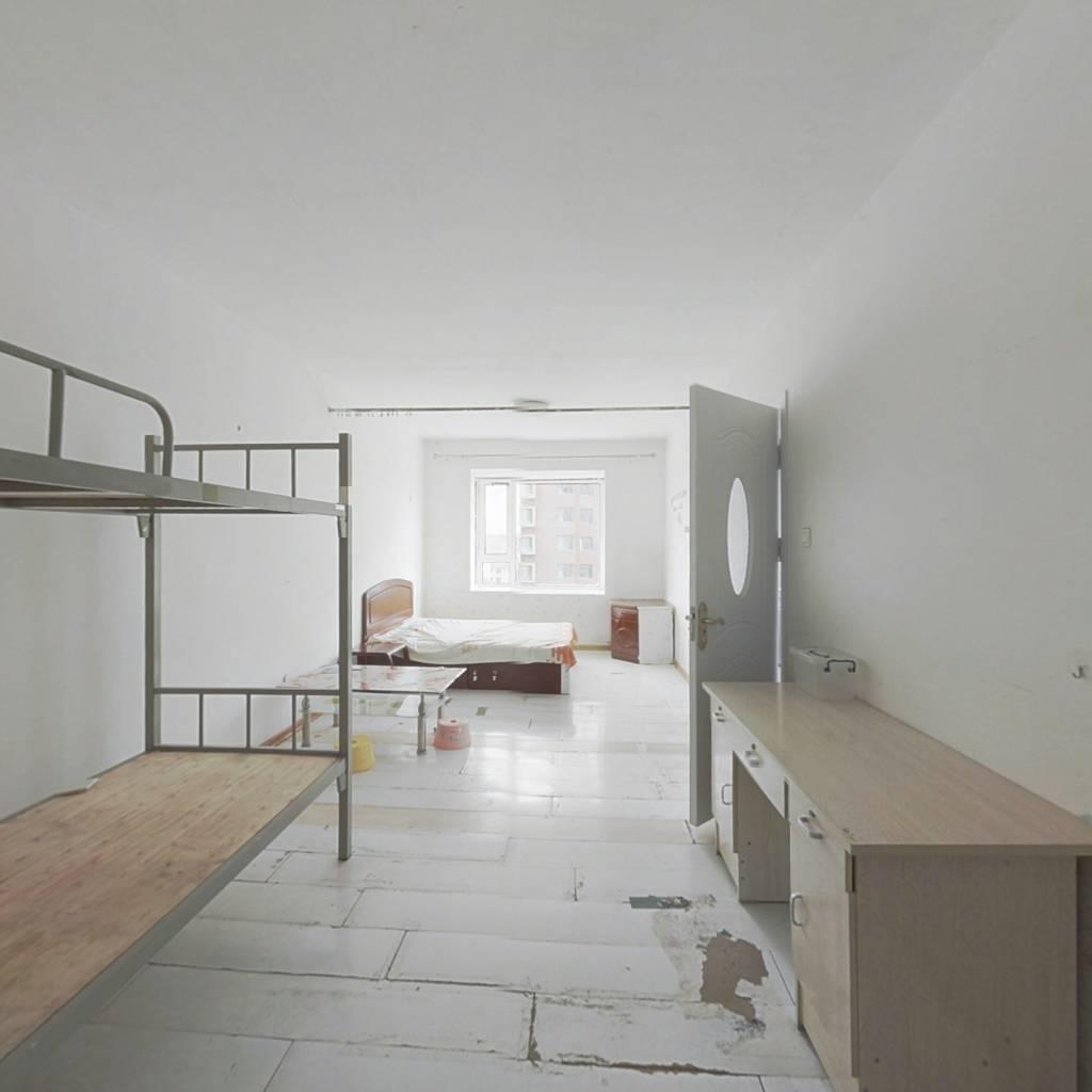 金海国际蕞便宜一室  房主人好,价格可议