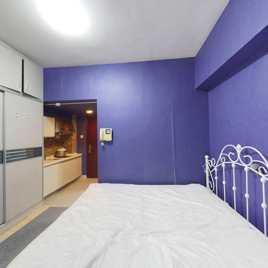 此房不需要购房资质,100米就是洪湖公园小区安静