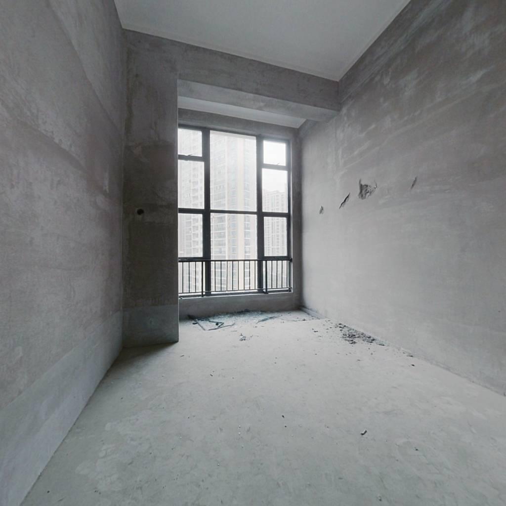 2号线地铁口,欢乐颂毛坯复式挑高公寓,采光刺眼